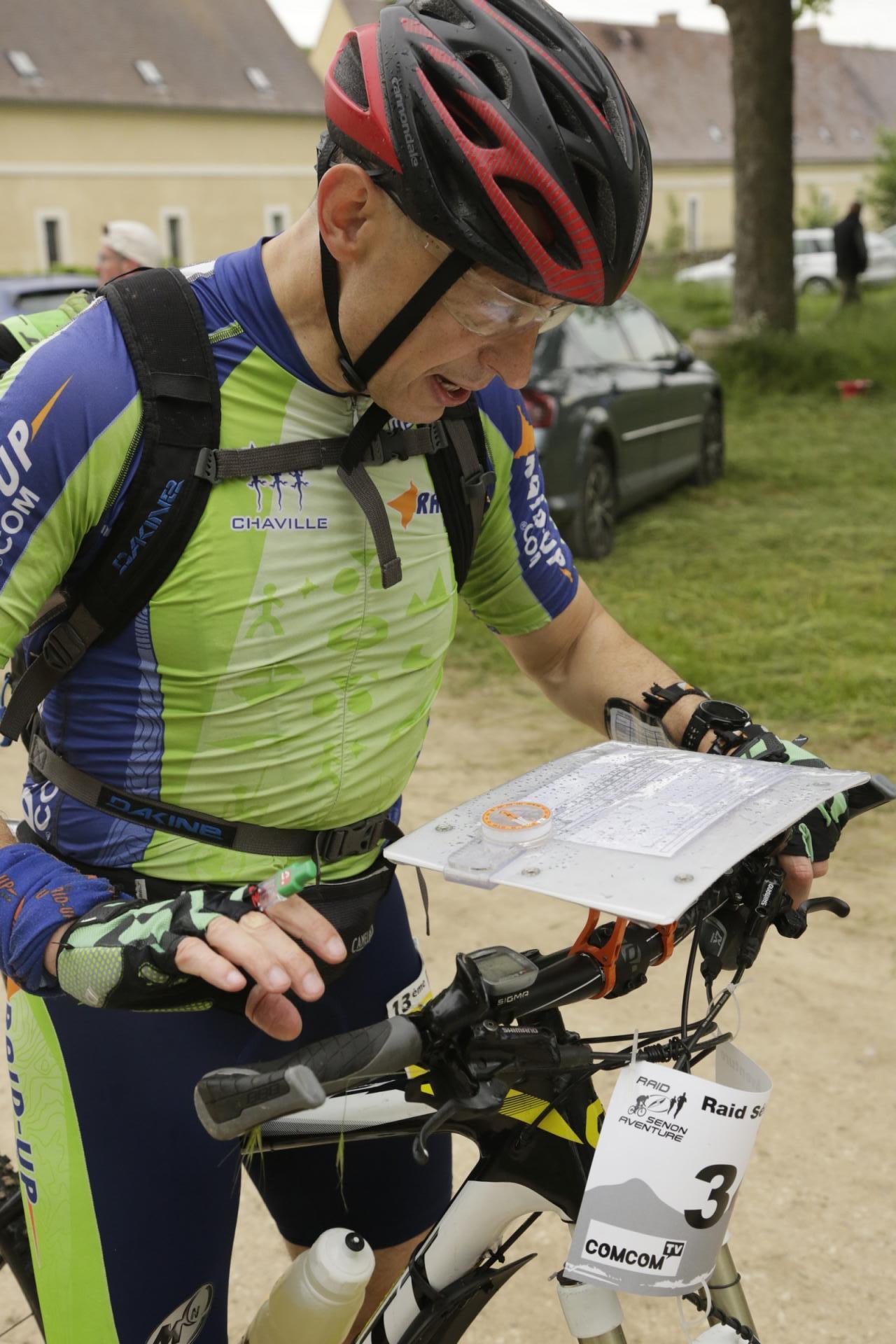 Christophe vérifie l'itinéraire avant de foncer dans la mauvaise direction