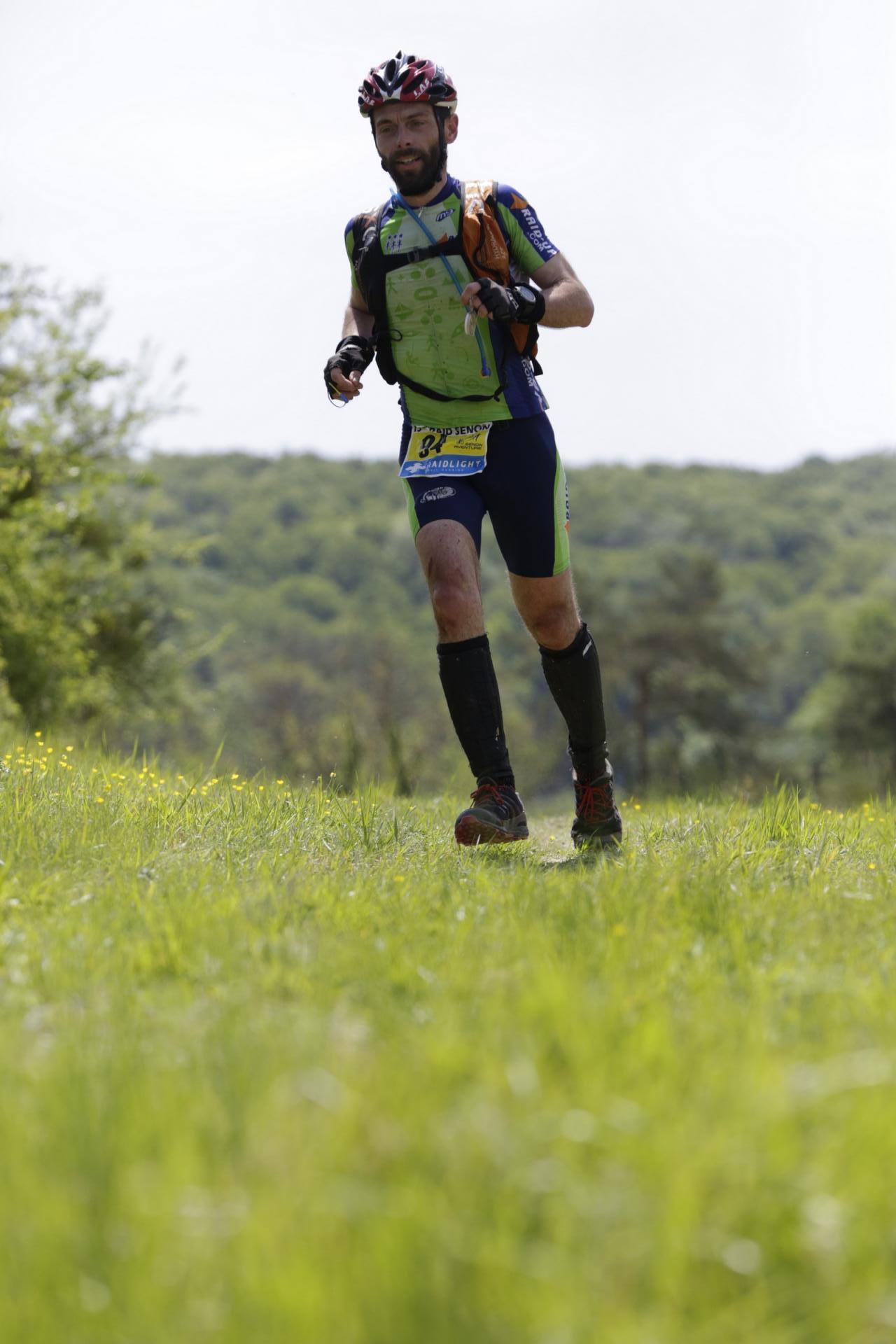 Jean-Hervé court dans la plaine
