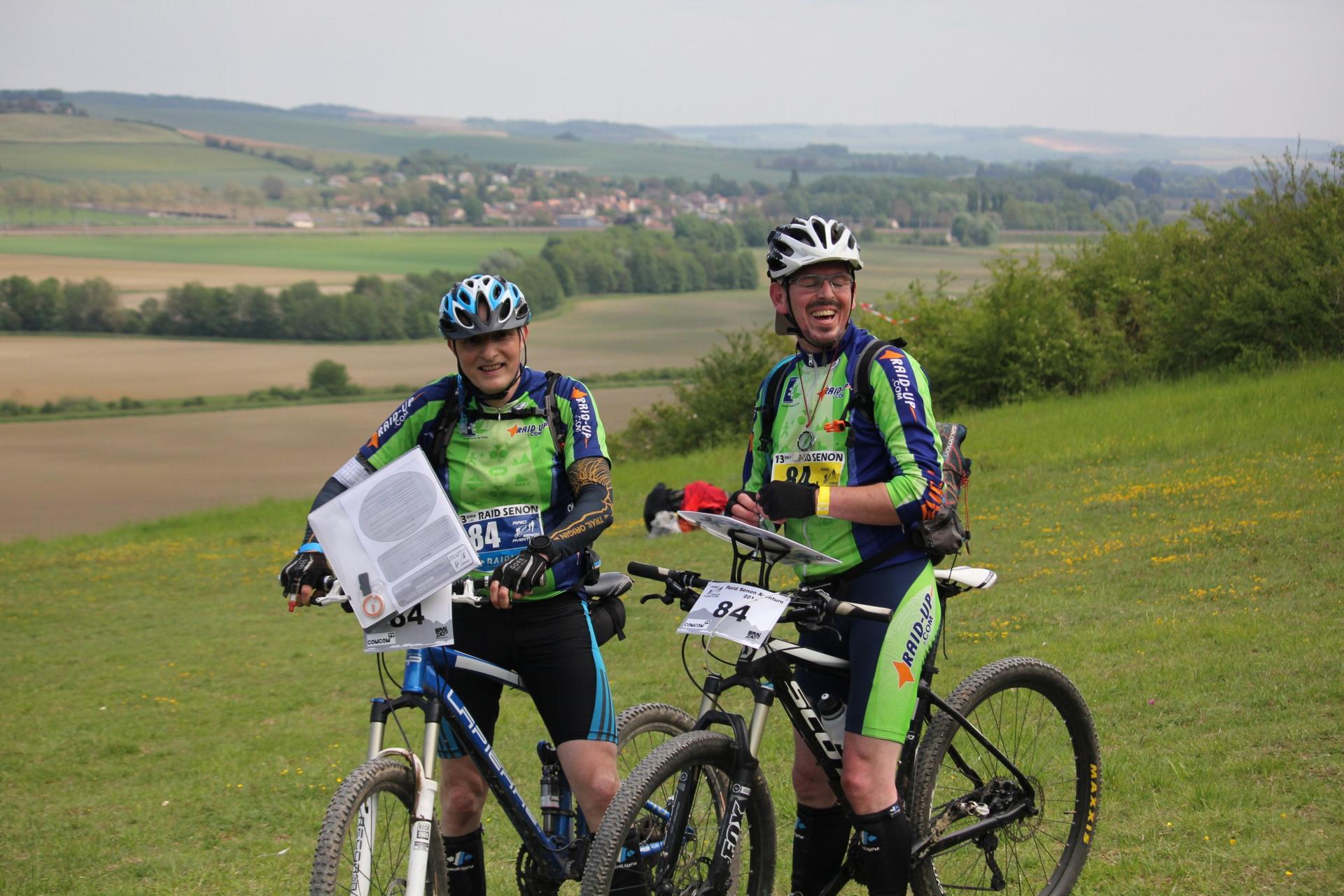 Jean-Marie et Thomas cherchent une balise à VTT