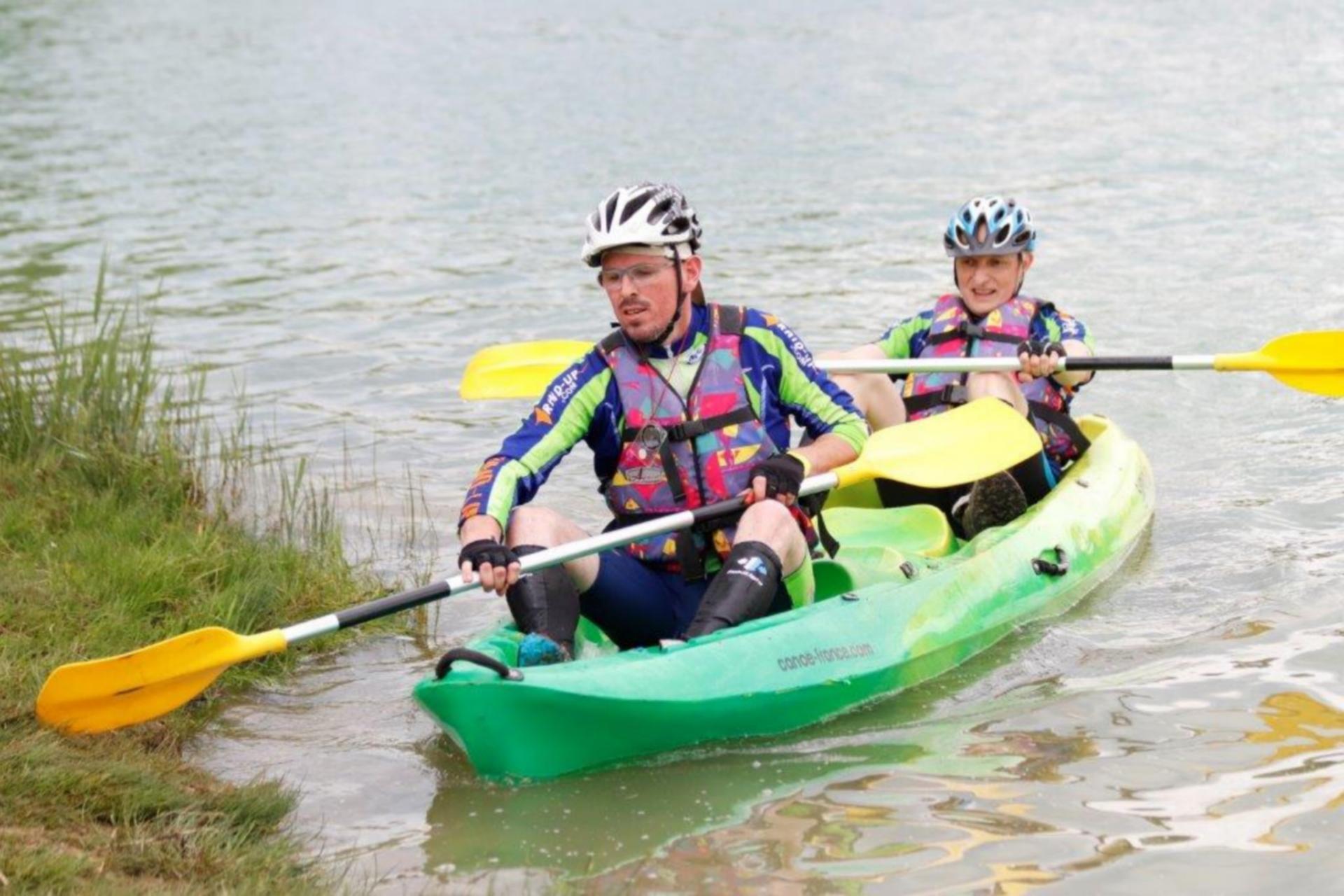 Jean-Marie et Thomas finissent le canoë