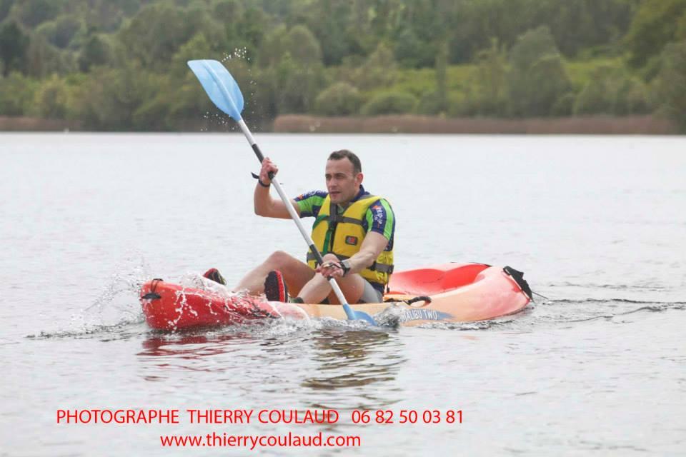 Thierry tout le poids sur l'avant en kayak (2)