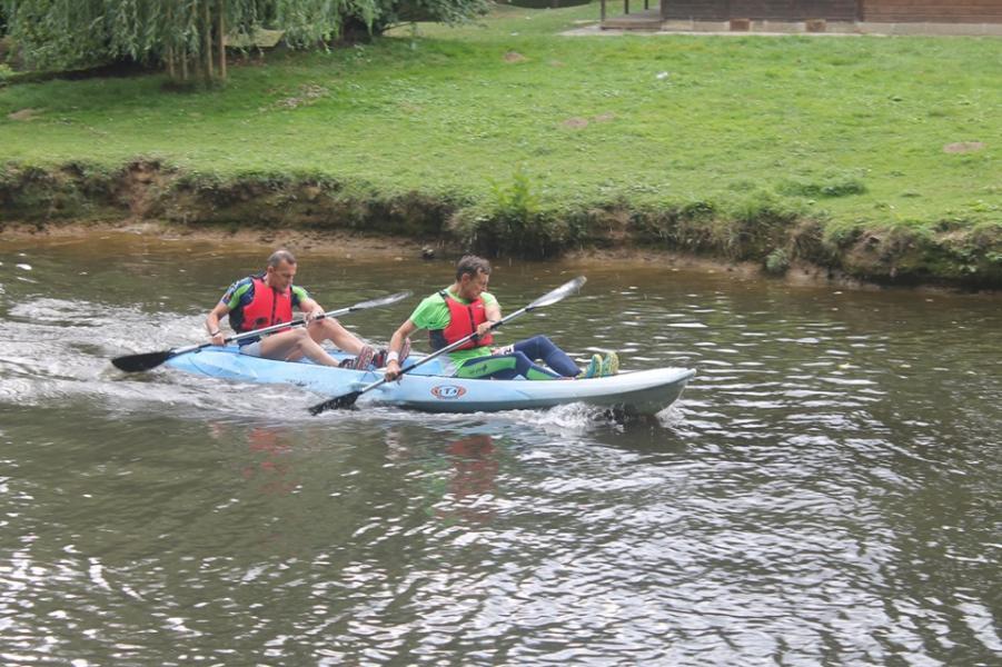 Thierry et bibi lolo foncent en canoe